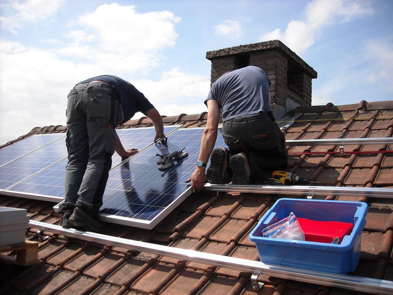 solar panels 943999 1280
