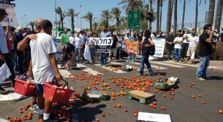 בזמן שאתם קונים עגבניות מתורכיה, חקלאים ישראלים משמידים תוצרת