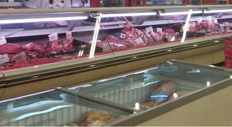 האם המבצעים על הבשר בסניף רמי לוי בפתח תקווה פיקטיביים? תובעים טוענים שהרשת מעלה את המשקל בקופה