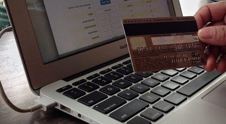 עד מתי נשלם עמלת הזמנה באינטרנט? הממשלה דחתה הצעה לבטלה