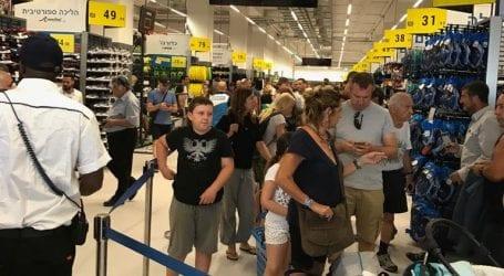 דקטלון: אלפי לקוחות הסתערו, והחנות נסגרה מוקדם מהמתוכנן כדי להצטייד למחר