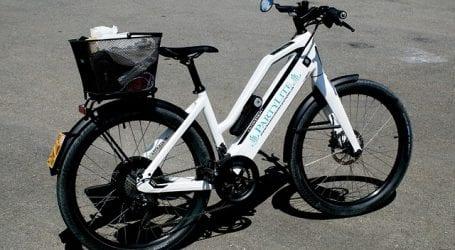 אל תרכבו באופניים על המדרכה או עם הסלולרי ביד. פקחי עיריית תל אביב יחלקו קנסות עד 1,000 שקל לרוכבים בניגוד לחוק