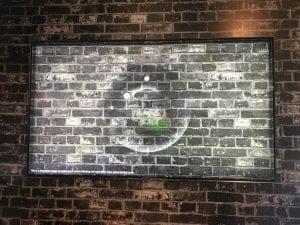 טלוויזיה Q9FN של סמסונג בטכנולוגיית אביאנט: המסך משתלב עם הקיר