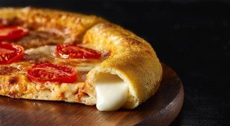 טעמנו: דומינו'ס צ'יזי קראסט – סדרת הפיצות שכוללת מילוי גבינה בשוליים