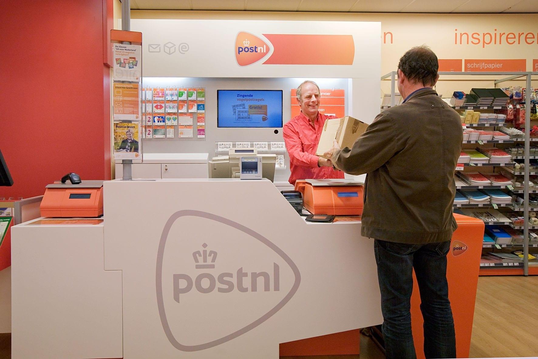 סוכנות דואר בתוך חנות
