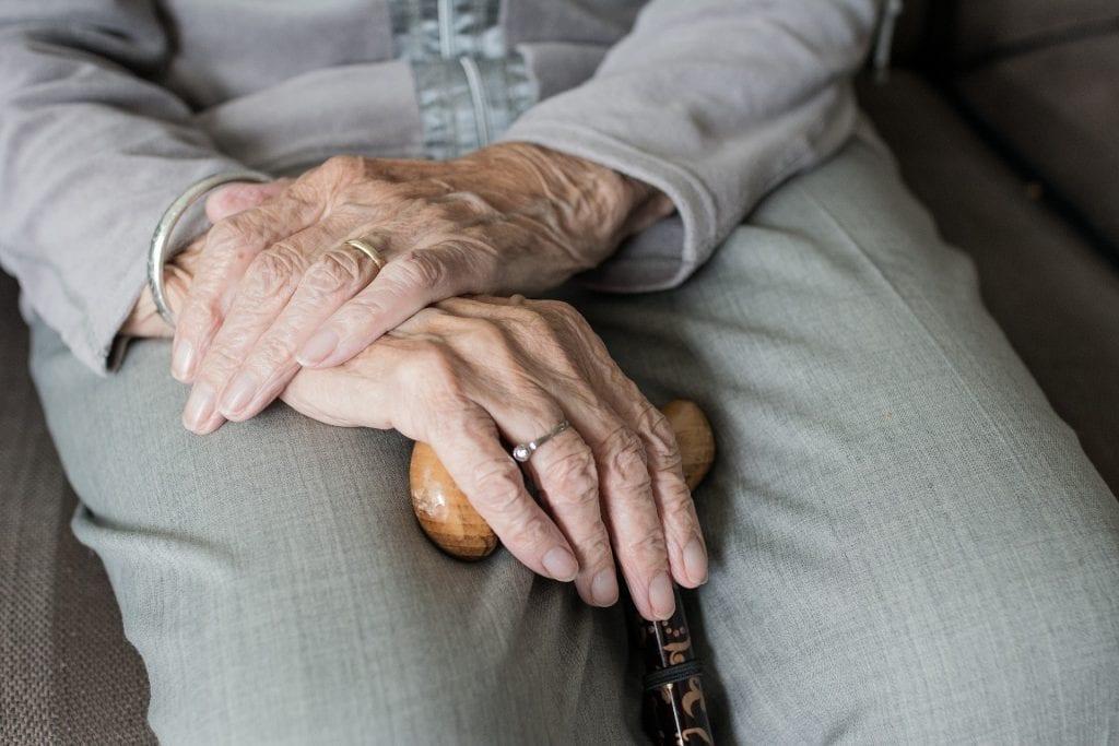 עוקץ קשישים
