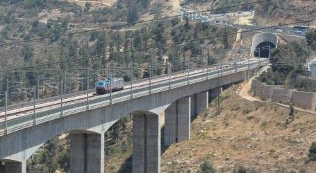 """הרכבת מירושלים לתל אביב יוצאת לדרך, אבל תגיע רק עד נתב""""ג בחודשים הקרובים"""