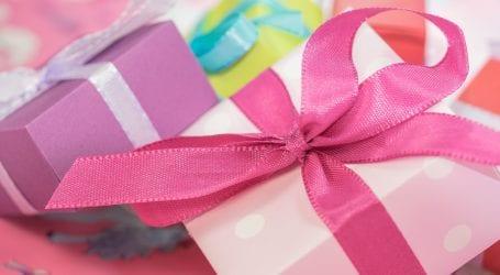 מתנות לחג: גיפט קארד, פרחים או יין משובח? וכמה מאיתנו רצים להחליף את המתנה?