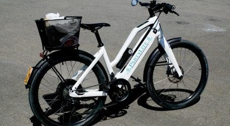 """כך מתכנן שר התחבורה ישראל כ""""ץ להרתיע רוכבי אופניים חשמליים: קנסות ועיכוב רישיון"""