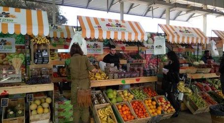 עושים שוק ברכבת ישראל: חקלאים מהדרום מוכרים את תוצרתם בתחנת סבידור
