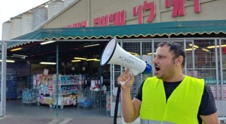 מחאת האפודים הצהובים מתרחבת: ארגון לתת והפעיל החברתי ברק אומגה בפנים