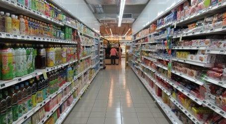 האם הרשות להגנת הצרכן נכנעה ללחצים? שוקלת לבטל את סימון המחירים על המוצרים