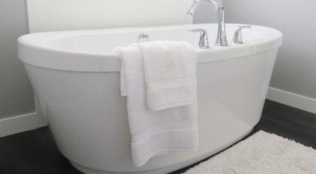 חידוש אמבטיה: מציפוי ועד החלפה – כל הדרכים להתמודד עם אמבטיה ישנה
