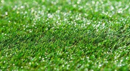התקנת דשא סינטטי בחצר מביאה את הטבע לעיר הגדולה