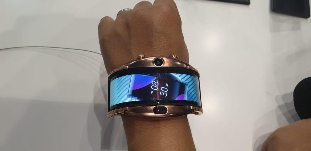 שעון-סמארטפון חכם עם מסך מתקפל של נוביה