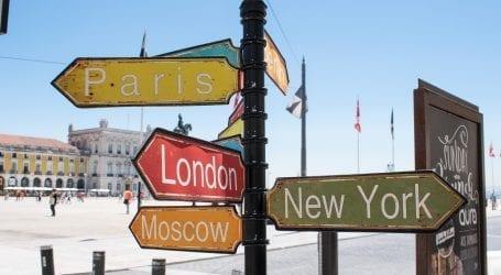 """משלמים במט""""ח בחו""""ל? מה משתלם יותר – אשראי או הוצאת מזומן בחו""""ל?"""