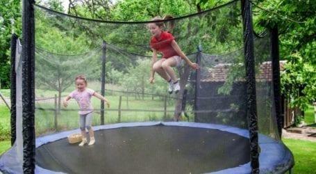 טרמפולינה לחצר – שילוב ספורט ושעות של הנאה לילדים