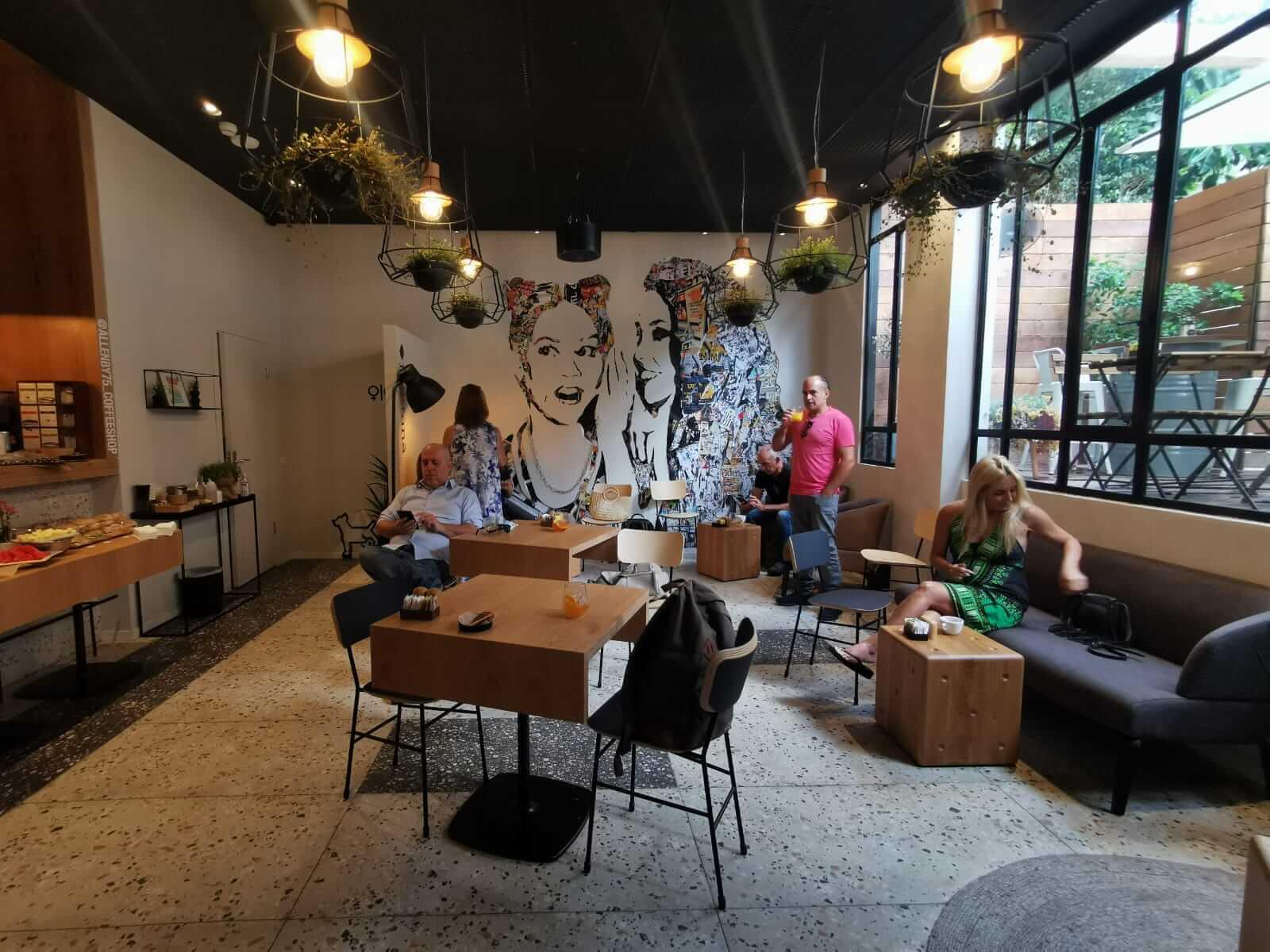 בית הקפה במלון הוטל 75