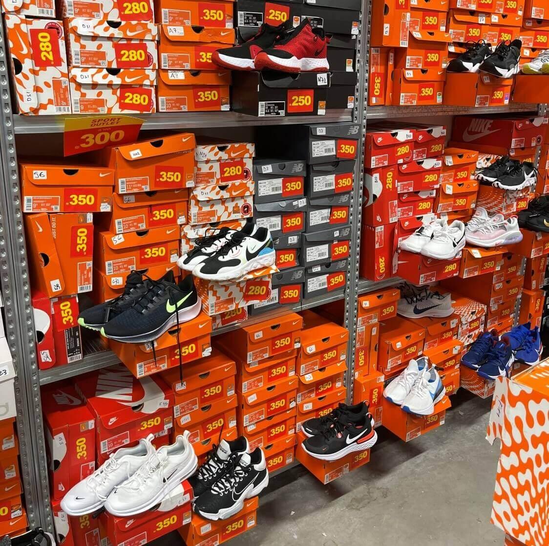 """נעלי ספורט בחנות ספורט OUTLET מבית דרים ספורט בביל""""ו סנטר"""
