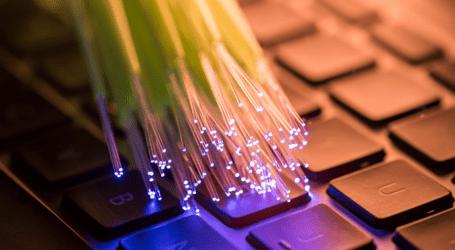 פריסת סיבים אופטיים הולכת ומתרחבת – כיצד זה משפיע על החיבור שלכם לאינטרנט?
