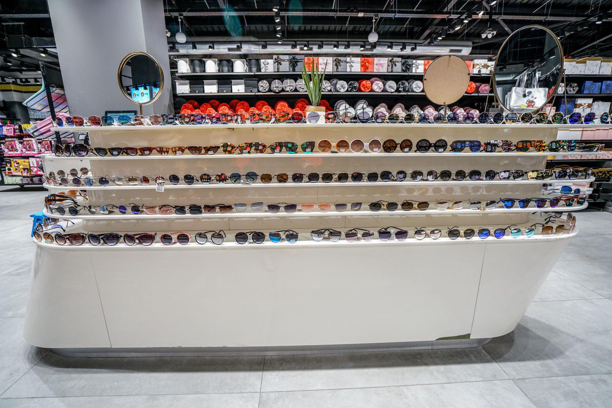 מחלקת משקפי שמש בסניף מקס סטוק בראשון לציון