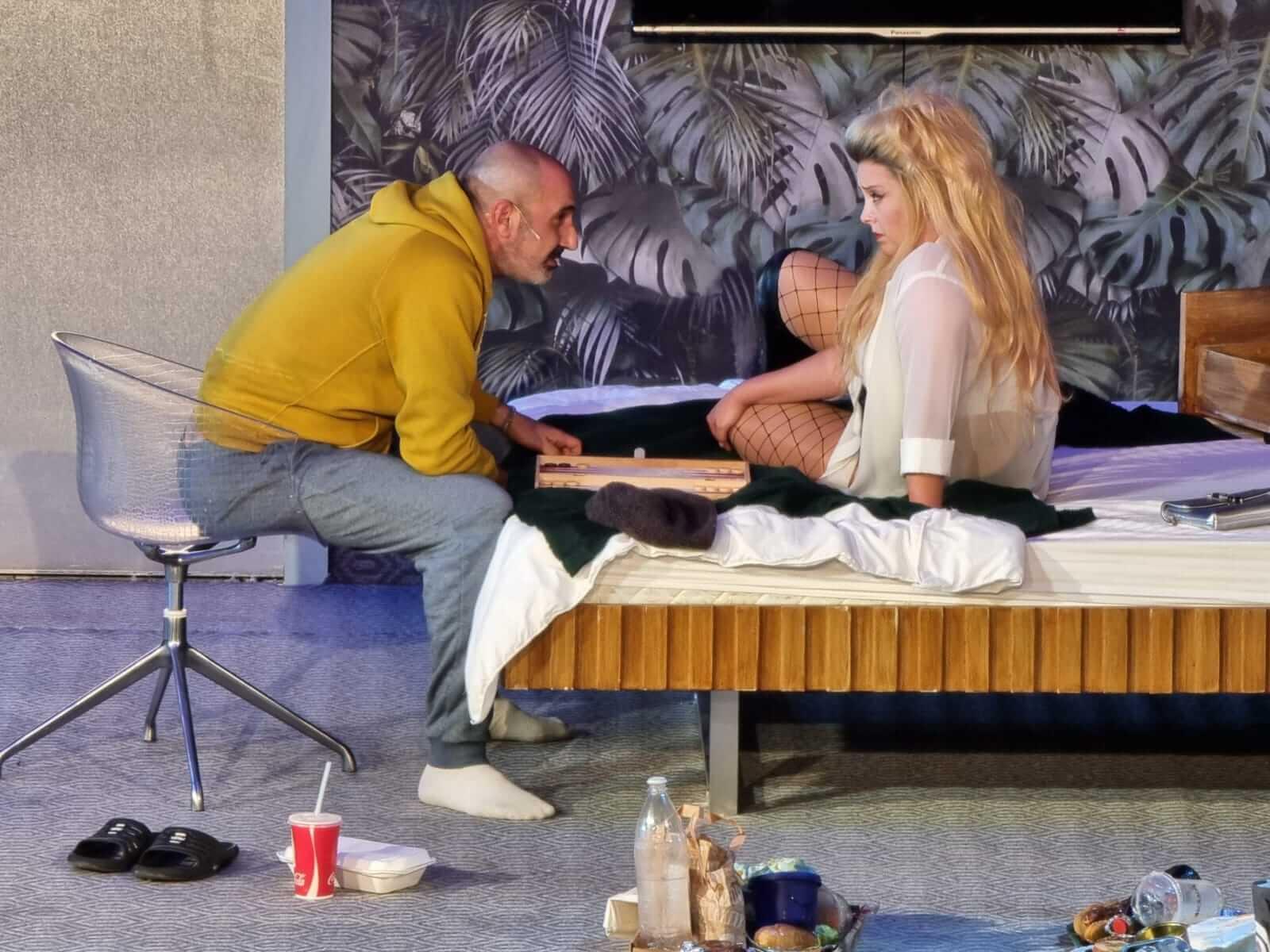 כינרת לימוני ונדב אסולין בהצגה אהבה ומגפה בקאמרי