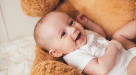 """הדרך הנוחה להכין תמ""""ל (תחליף חלב) לתינוקות"""
